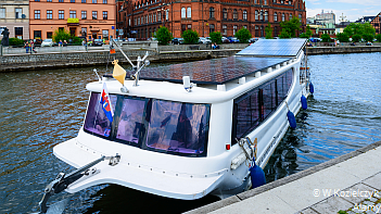Clean public transport by water
